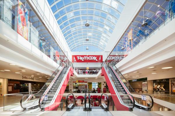Einkaufszentrum mit Himmelblick